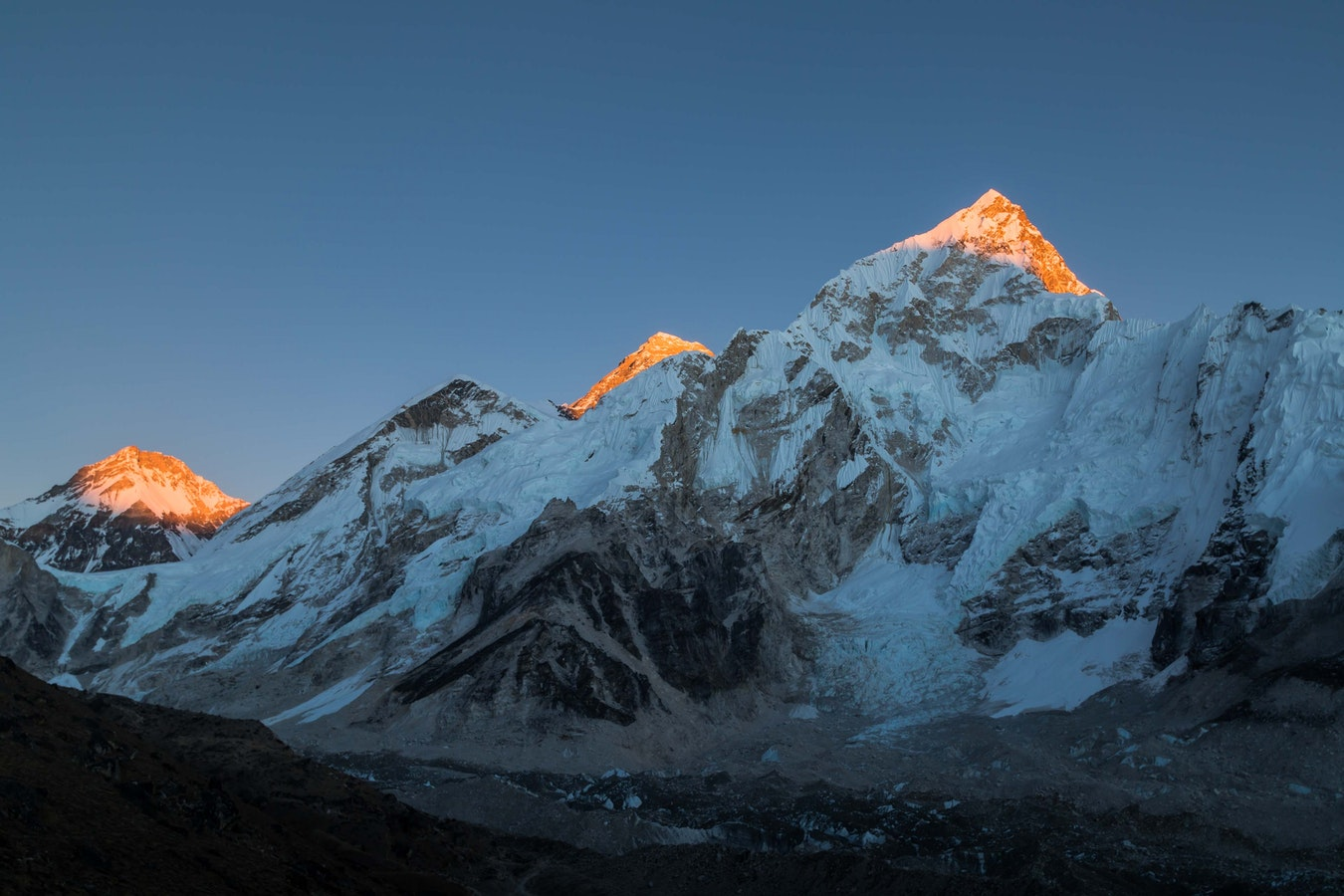 Lever de soleil sur le Mont Everest au Népal