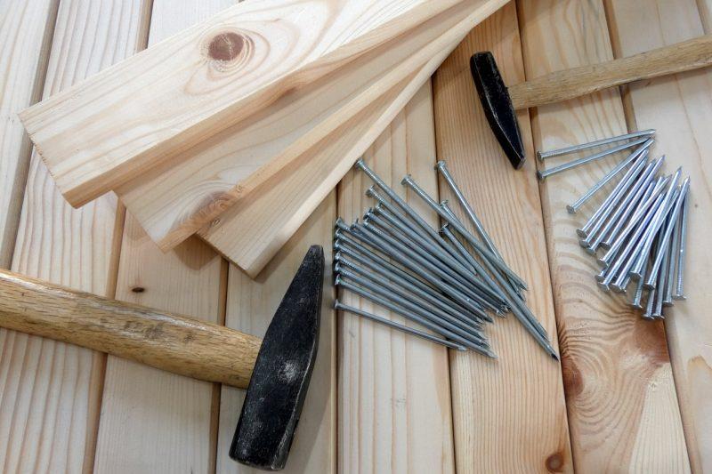 bois marteau clous