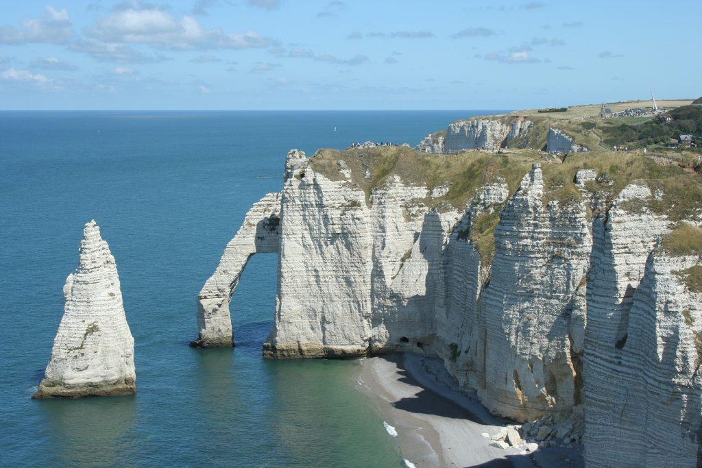 Les falaises blanches en normandie à etretat