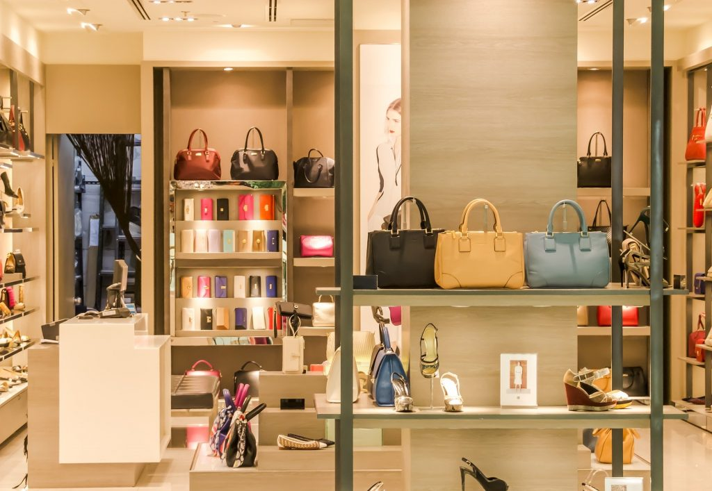 Magasin de maroquinerie et de chaussures de luxe