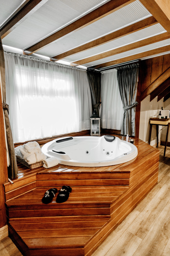 spa dans un abri en bois