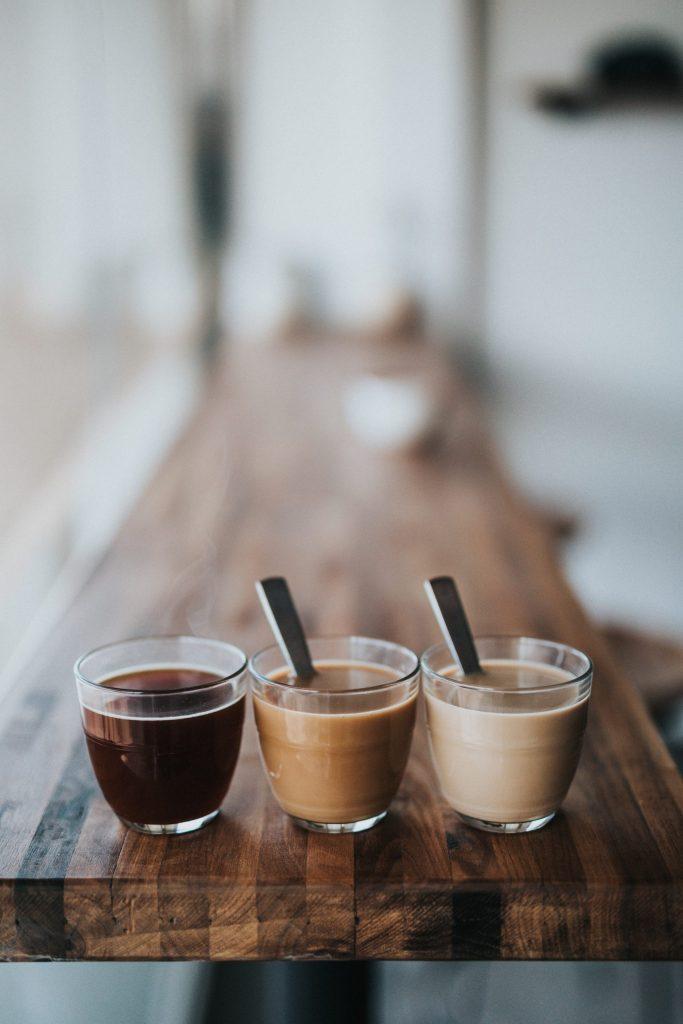 Trois tasses de café