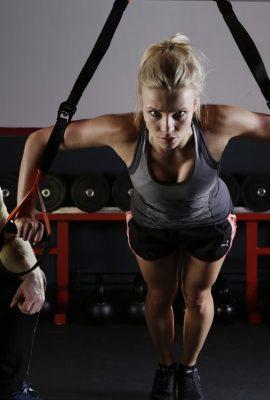 femme qui fait du sport en salle